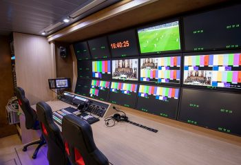 Reference 834 | 12-Camera Double Expander HD 3G OB Truck | Production area