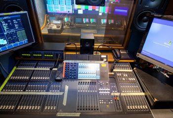 ES Broadcast Ref 830 | 12-CAMERA HD TRUCK | Audio area