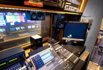 ES Broadcast Ref 830 | 12-CAMERA HD TRUCK | Audio area