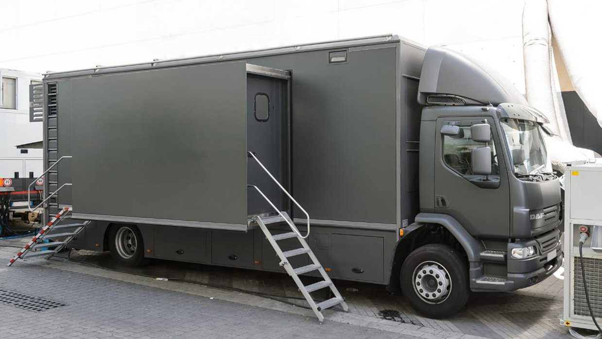 Reference 834 | 12-Camera Double Expander HD 3G OB Truck
