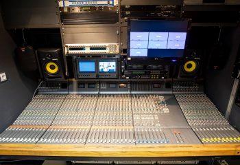 ES Broadcast Ref 835 | 12 Camera Single Expander HD OB Truck | Sound area