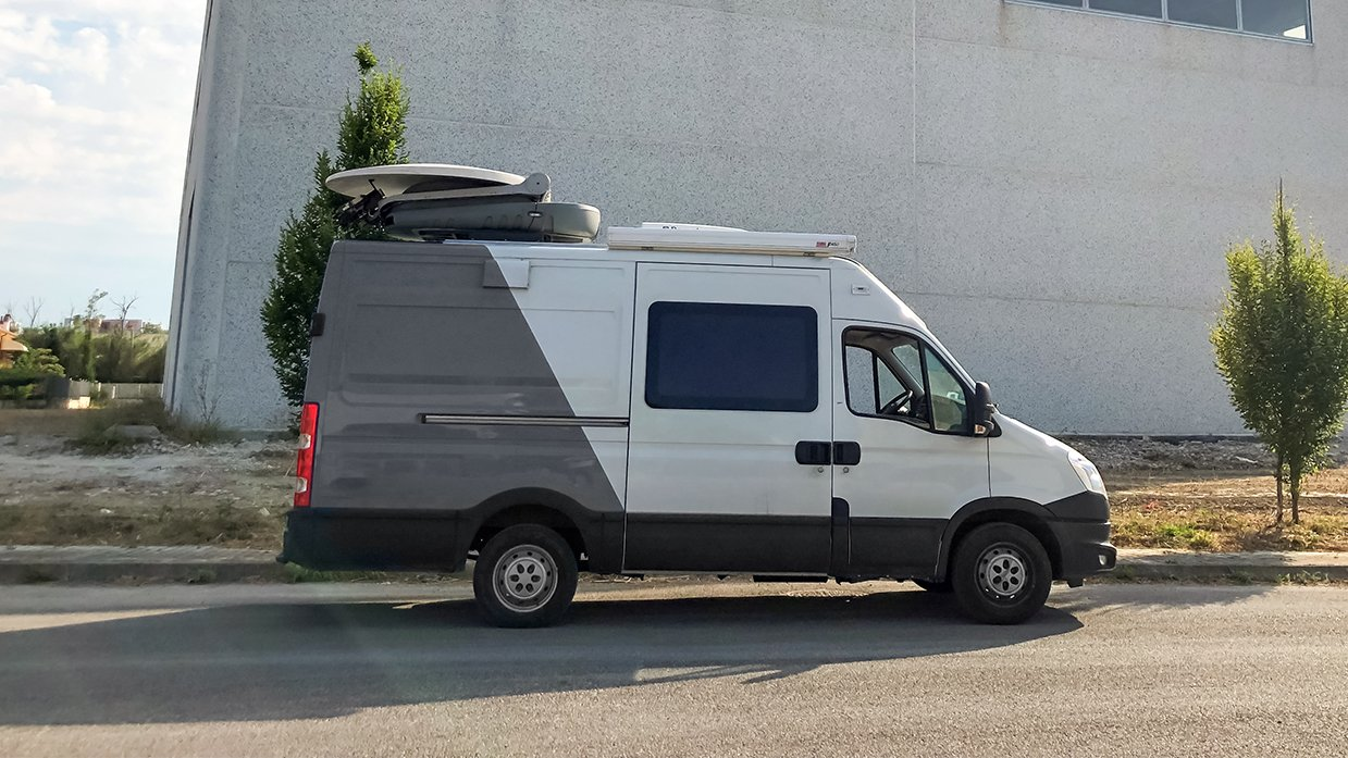 ES Broadcast Ref 832   Three-camera HD DSNG/OB Truck